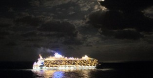 Allure/Oasis of the Seas at night