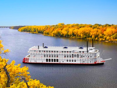New paddlewheeler joins two sisters on Mississippi River