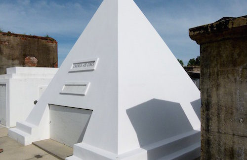 Cruise Destination Trivia: Identify the grave